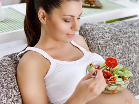 Η διατροφή της μαμάς επηρεάζει τις μελλοντικές διατροφικές προτιμήσεις του μωρού
